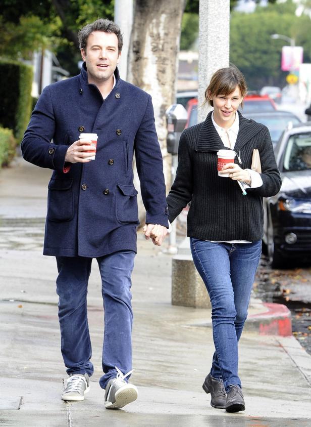 Ben Affleck & Jennifer Garner Brave The Rain For C