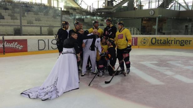 Ungewöhnliches Training: Die Capitals auf einem Hochzeitsfoto