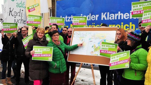 'Wir wollen unser Geld zurück': Madeleine Petrovic führte Demo an