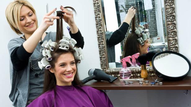 Friseurbesuch: Arbeitskosten sind über die Jahre gestiegen