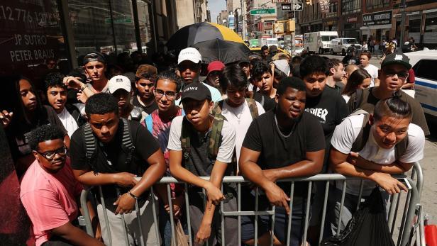 Kanye West verkauft Billig Shirt zu Luxus Preis   kurier.at