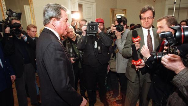 Bundeskanzler Franz Vranitzky bei seinem letzten Pressefoyer
