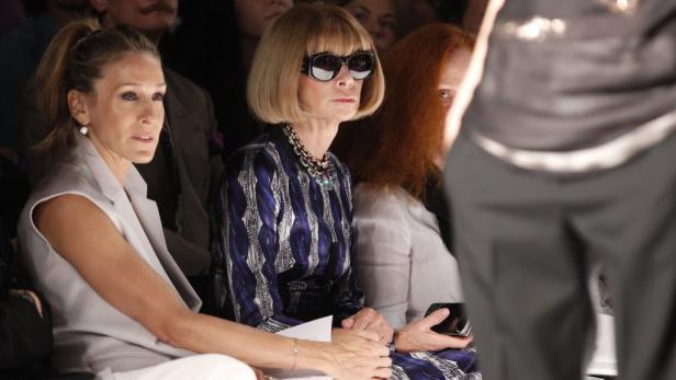 Etikette: US-Vogue-Chefin Anna Wintour trägt Sonnenbrillen nicht nur im Freien, sondern auch First Row.