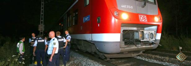 Polizisten ermitteln nach dem Angriff von Würzburg