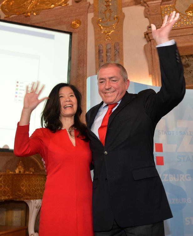 Heinz Schaden (mit Frau Jenny) jubelt trotz Verlusten. Seine SPÖ bleibt Nummer 1 in der Stadt Salzburg