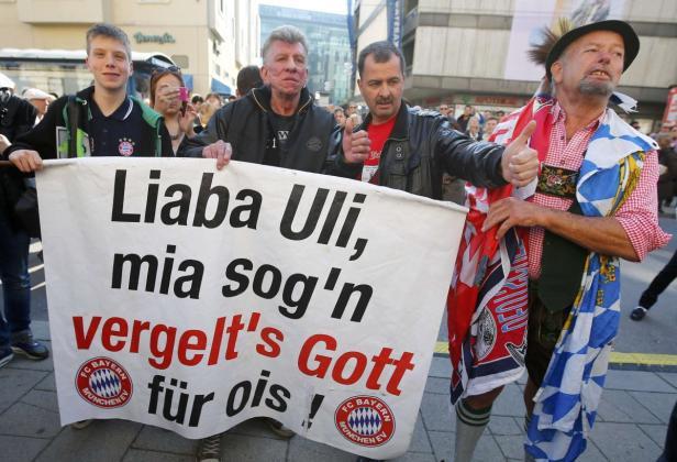 Bayern-Fans marschierten vor dem Gericht auf
