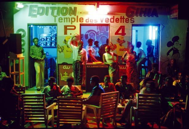 DR CONGO, 1986; La nuit dans les bars de Kikwit.  …
