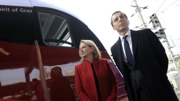 """Ministerin Bures (mit Bahnchef Kern): """"Wir stoppen das Ganze"""""""