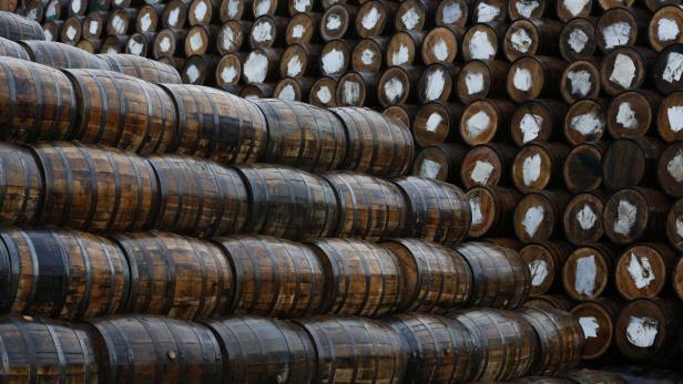 Whisky Fässer in einer Brennerei