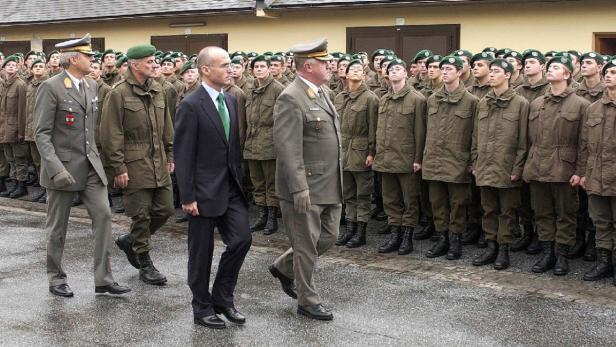 Bundesrat Klug mit Edmund Entacher im Jahr 2007: Dem Ex-Gewerkschafter ist das Heer nicht fremd.