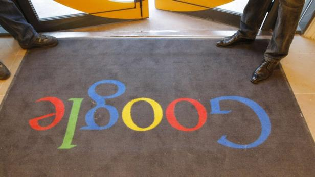 REUTERSA carpet with the Google logo is seen at the entrance of Google Frances new headquarters before its official inauguration in Paris in this December 6, 2011 file photo. Google Incs quarterly results fell short of Wall Streets heightened expectations