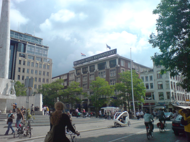 800px-Dam_Square_02_977.PNG