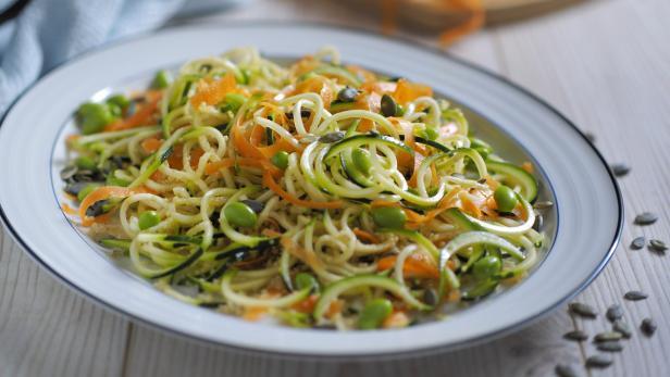 vegetable noodles quinoa salad