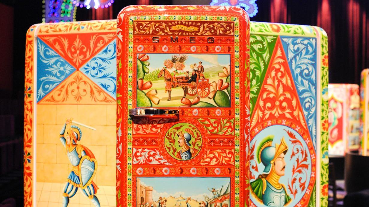Smeg Kühlschrank Dolce Gabbana Preis : Wer würde 38.000 euro für diesen kühlschrank bezahlen? kurier.at