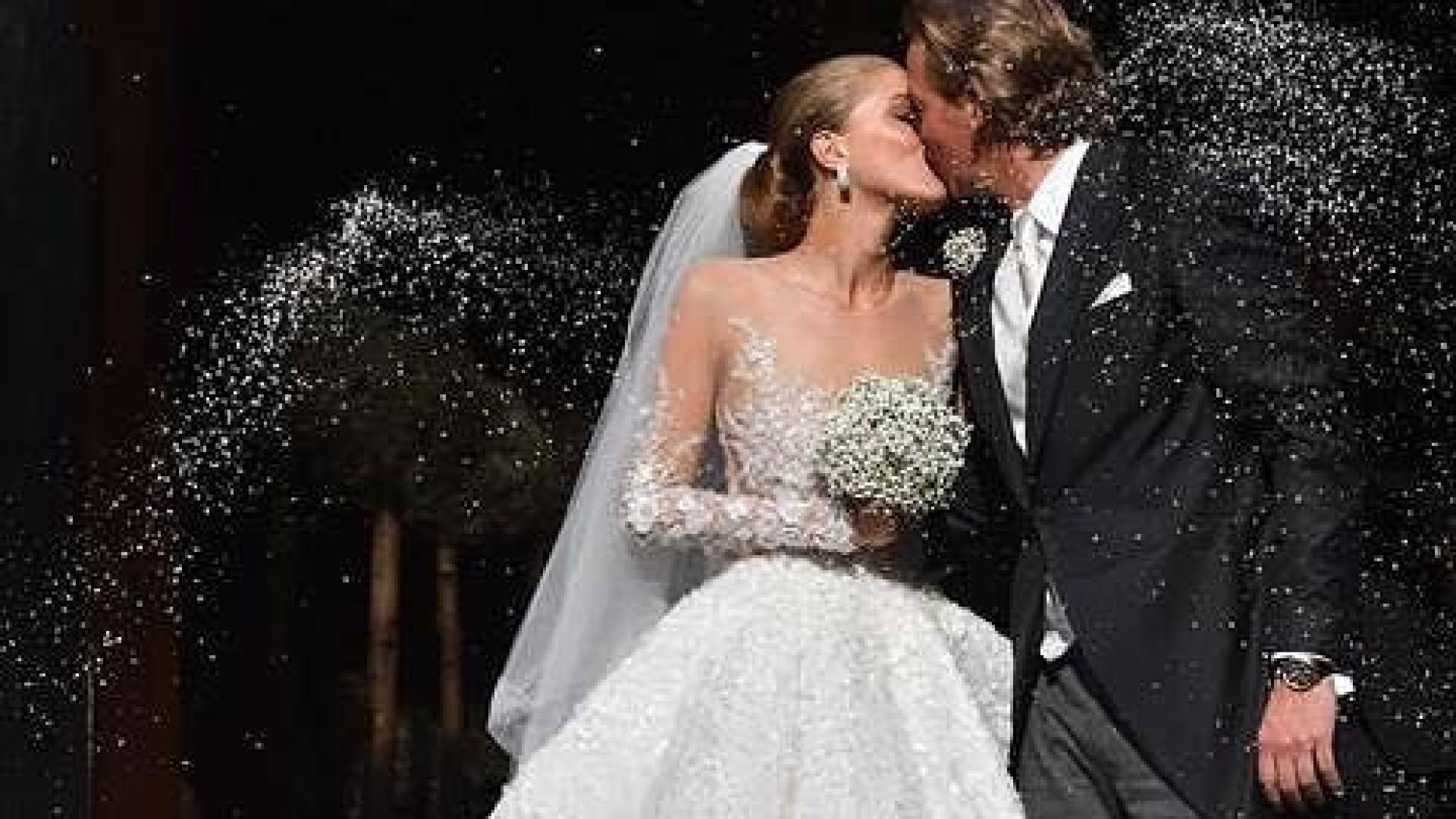 Victoria Swarovski: Shitstorm für Luxus-Brautkleid  kurier.at