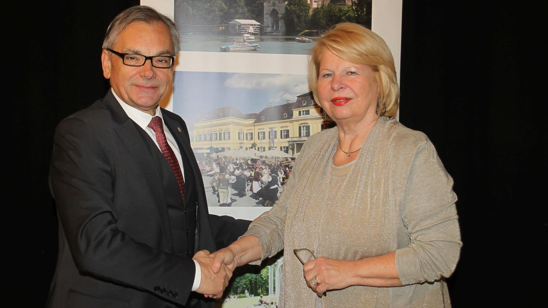 Partnersuche in Laxenburg - Kontaktanzeigen und Singles ab