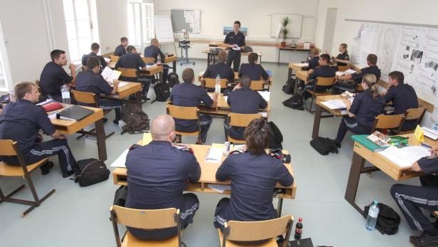 Polizeianwärter Sieben Von Acht Scheiterten Beim Test Kurierat