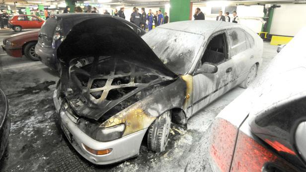 Pkw Geriet In Donauzentrum Garage In Flammen Kurierat