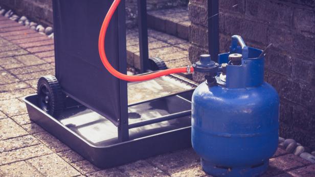 Gasflasche Für Gasgrill Lagern : Explosion wann der gasgrill zur gefahr werden kann kurier at