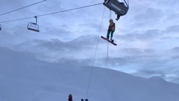 Wintersportler Sassen Stundenlang Am Sessellift Fest Kurier At