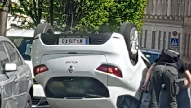 Pensionist Landete Mit Seinem Auto Auf Dem Dach Kurierat