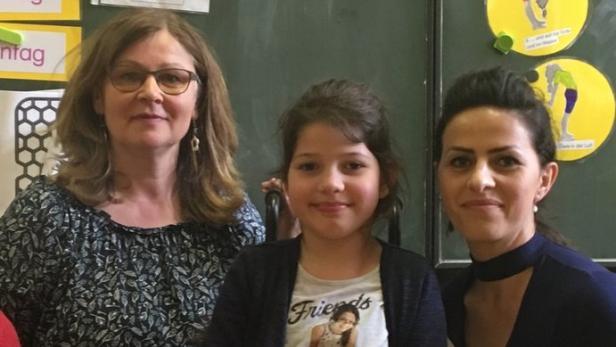 Maria Breindl mit der neujährigen Notrina und ihrer Mutter