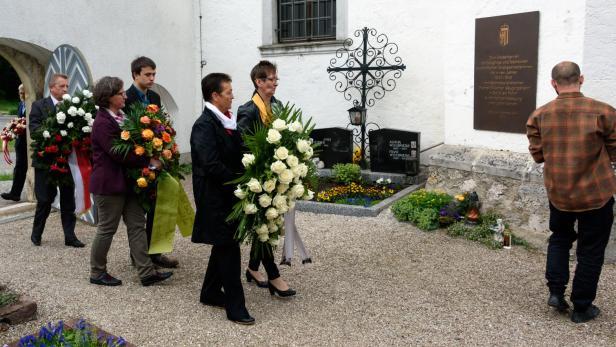 Gedenkfeier für die verstorbenen Säuglinge des fremdvölkischen Kinderheims Lindenhof am späten Freitagnachmittag in Spital am Pyrhn