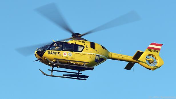 Ein Hubschrauber flog den Mann ins Spital, wo er schließlich starb