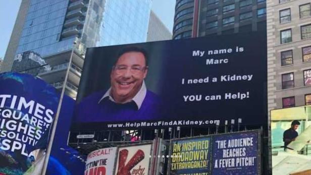 Ein Mann sucht durch Werbung am Times Square eine Spender-Niere ...