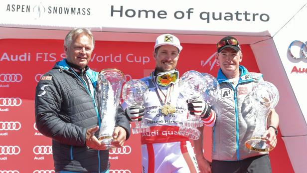 Hans Pum, Superstar Marcel Hirscher und Andreas Puelacher (Sportlicher Leiter Alpin Herren) beim Weltcupfinale 2017/18 mit dem Nationencup
