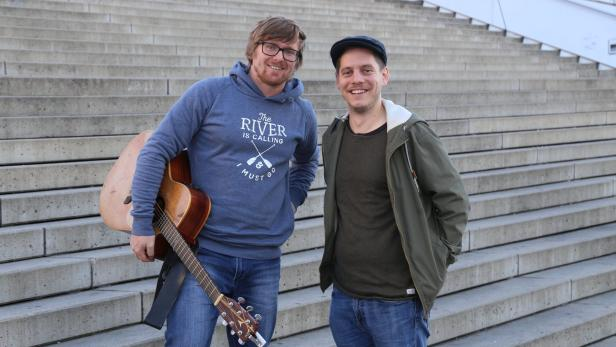 Mittermayr (links) und Höfler schreiben, singen, spielen und produzieren ihre Musik selbst