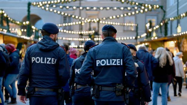 Start Weihnachtsmarkt.Weihnachtsmarkt Start Von Punsch Polizei Und Perchten Kurier At