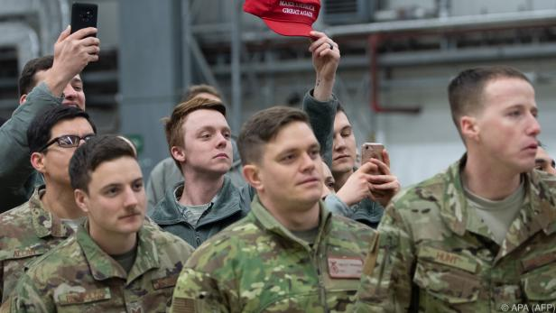 Trump besuchte zuvor US-Soldaten im Irak und im deutschen Ramstein
