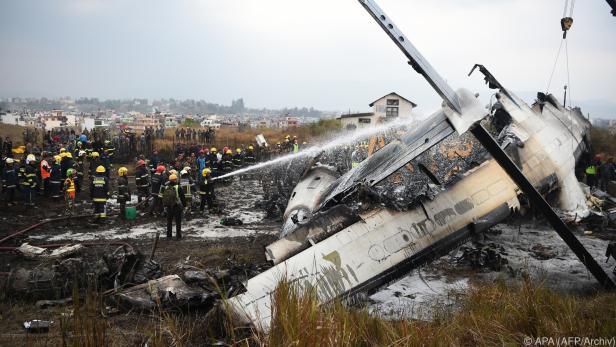 In Nepal starben bei Absturz 40 Menschen