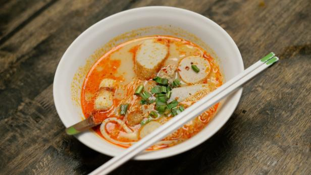 High Cuisine: Brite kochte berühmte Thai-Suppe mit Haschisch | kurier.at