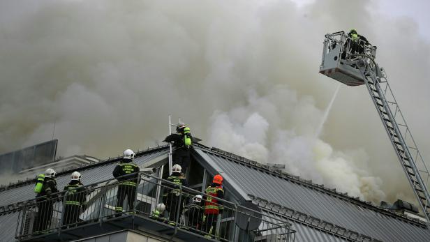 Donauzentrum Brannte Zwölf Stunden Lang Kritik An Später Räumung
