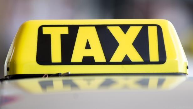 Taxi-Demo mit 2.000 Fahrzeugen in Wien