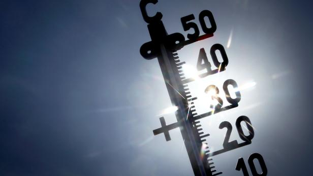 Wetter in Deutschland - Erste Hitzewelle rollt an - Wetterdienst warnt vor Unwettern