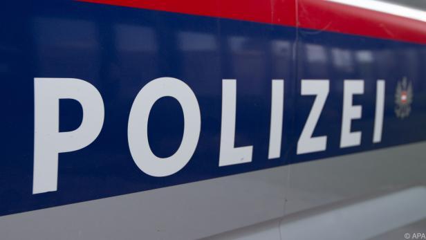 Ein Polizeiauto wurde gerammt, ein Polizist verletzt