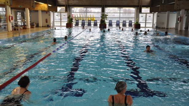 hallenbad nackt schwimmen