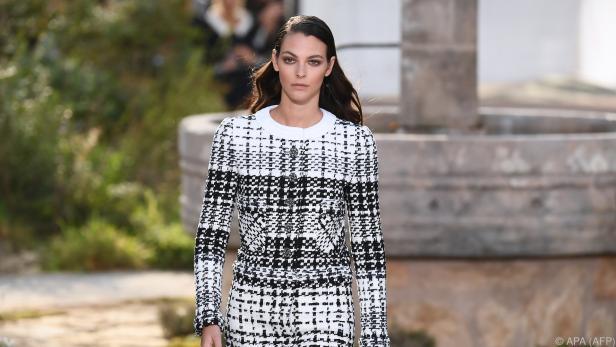 Das berühmte Chanel-Kostüm durfte natürlich nicht fehlen