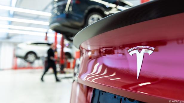 Elektroautohersteller Tesla schreibt dank starker Verkaufszahlen Gewinne