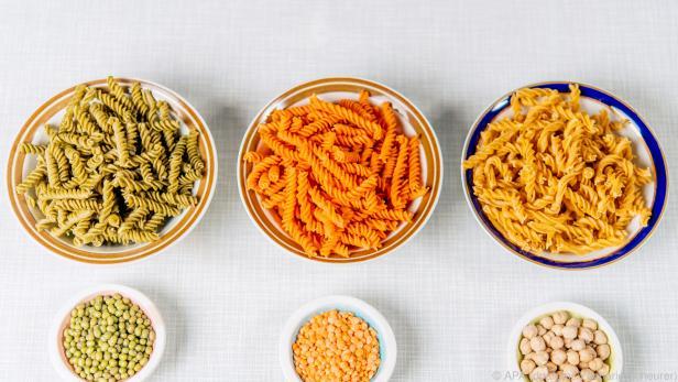 Pasta aus Nudeln, die keine sind: In den bunten Spirelli stecken Hülsenfrüchte