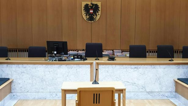 Zwei Männer müssen sich vor Gericht verantworten