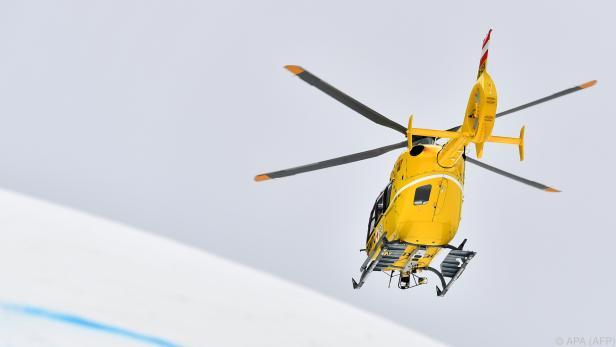 Der Skifahrer wurde vom Hubschrauber geborgen und ins Spital gebracht