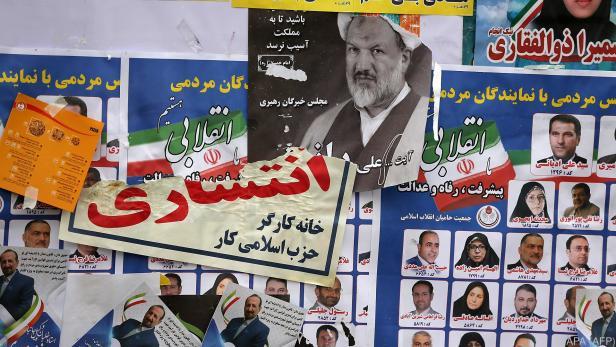 Wahlplakate prägen das Stadtbild Teherans