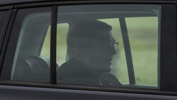 Cardinal George Pell to be released after convictions overturned by High Court, in Australia
