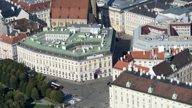 THEMENBILD: WIEN / BUNDESKANZLERAMT / BALLHAUSPLATZ / HOFBURG