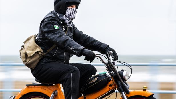 NETHERLANDS-MOPEDS-RIDE