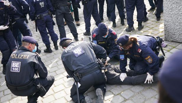 CORONAVIRUS: KUNDGEBUNG IN WIEN FAND TROTZ UNTERSAGUNG STATT
